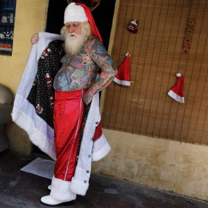 pc-141208-santa-tattoos-01_2381189aef95e2c24567e45867961d0c_nbcnews-ux-1240